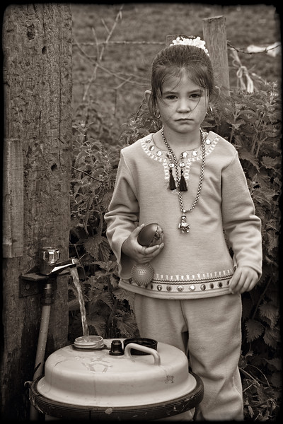 GYPSY GIRL FETCHING WATER