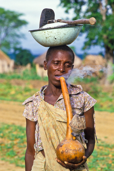 TONKA WOMAN BUBBLE PIPE AND BUDZA, ZIMBABWE