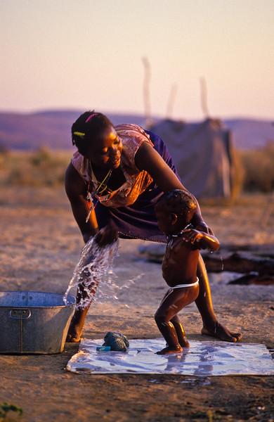 BATH TIME 3, MUJERE ZIMBABWE