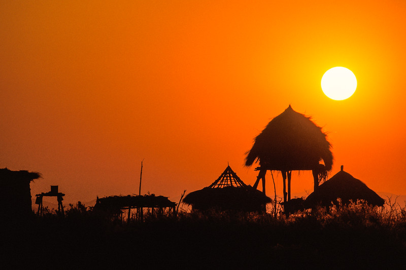 MUJERE FISHING VILLAGE SUNSET, ZIMBABWE