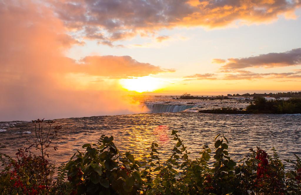 Horseshoe Falls at Sunrise
