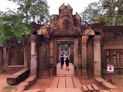 Main entrance to Banteay Srei and a video of the adorable children playing about