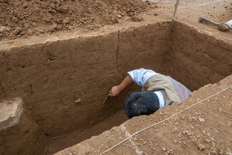 Excavation trench at the palace site of Yanshi Shangcheng (Tazhuang, Yanshi, Henan, CN - 11/05/13, 3:11:46 PM)