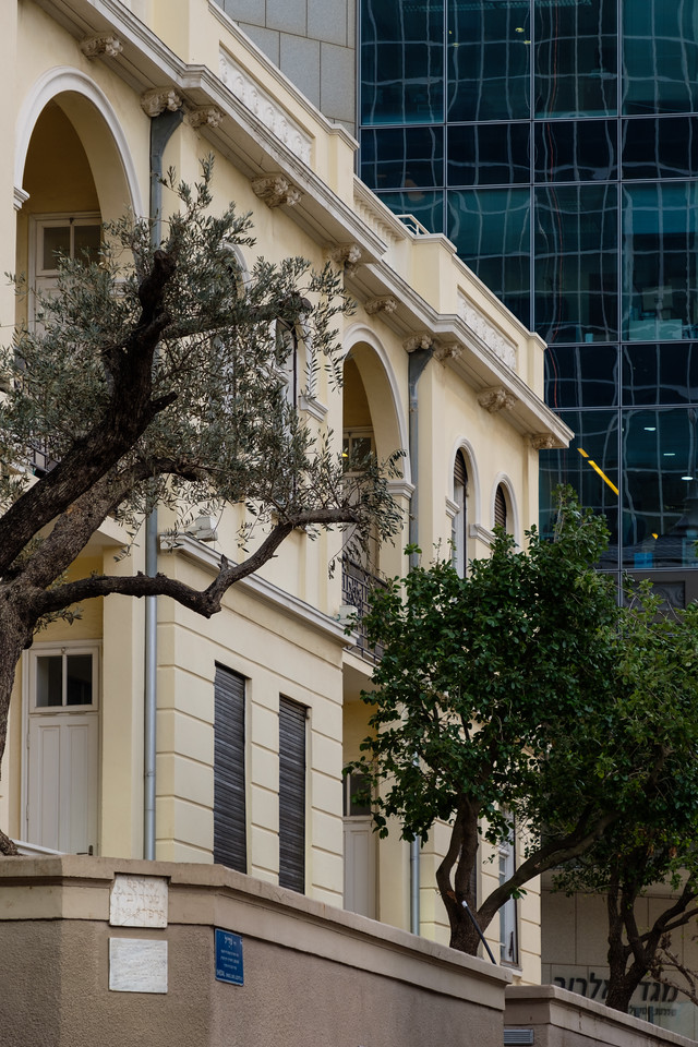 Old and new: the Levine House, 46 Rothschild Blvd. (Y. Magidovich, 1924), in the Rothschild Blvd. district, Tel Aviv