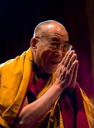 Tenzin Gyatso actuel Dalaï-lama Tibétain a inauguré  le Temple de Lerab Ling en 2008.