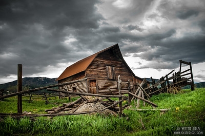 Deserted Barn photography by Wayne Heim
