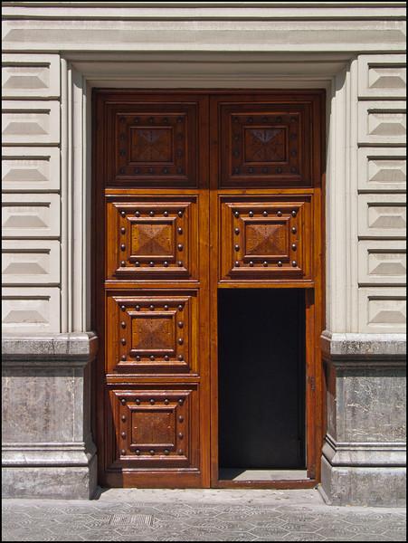 <center><i>Barcelona Portal</i></center>#146-4639-G2