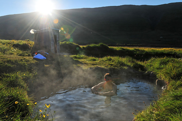 Geothermal spa hole in Icelandic nowhere