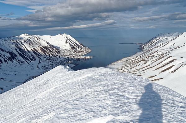 Siglufjardarfjöll: Holsfjall, looking at Siglufjördur