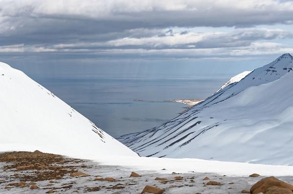 Siglufjardarfjöll: Holsfjall, Mouth of Siglufjördur with Hella peninsula