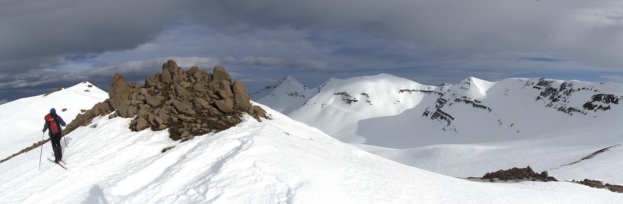 Siglufjardarfjöll: Presthnjukur to Holsfjall ridge, North