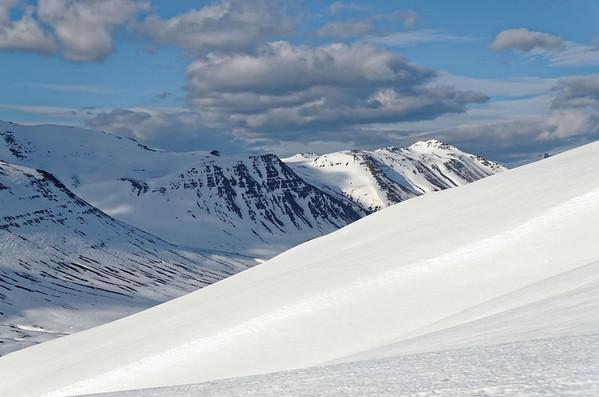 Siglufjardarfjöll: Holsfjall downhill into Holsdalur