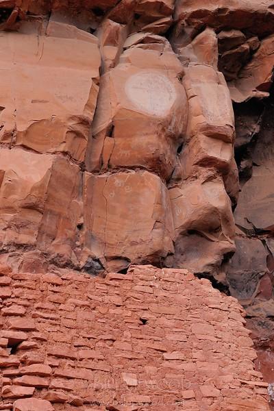 Honanki Cliff Dwelling and Petroglyphs
