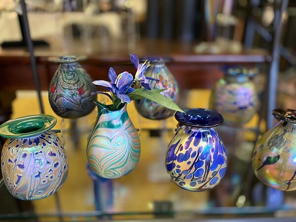 Blown glass Iridescent Vases
