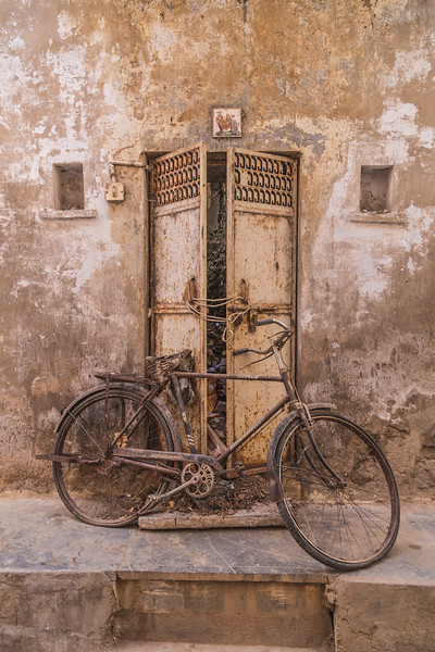 Old Worn out Push Bike in Udaipur