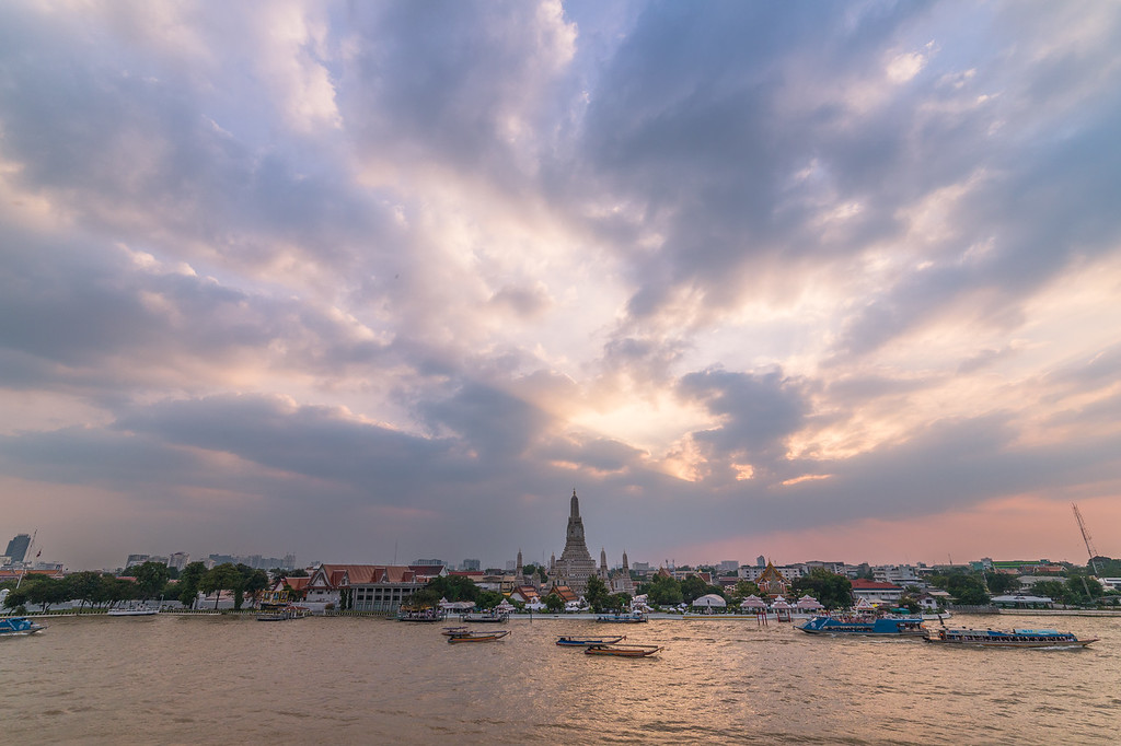 Wat Arun in Bangkok near sunset