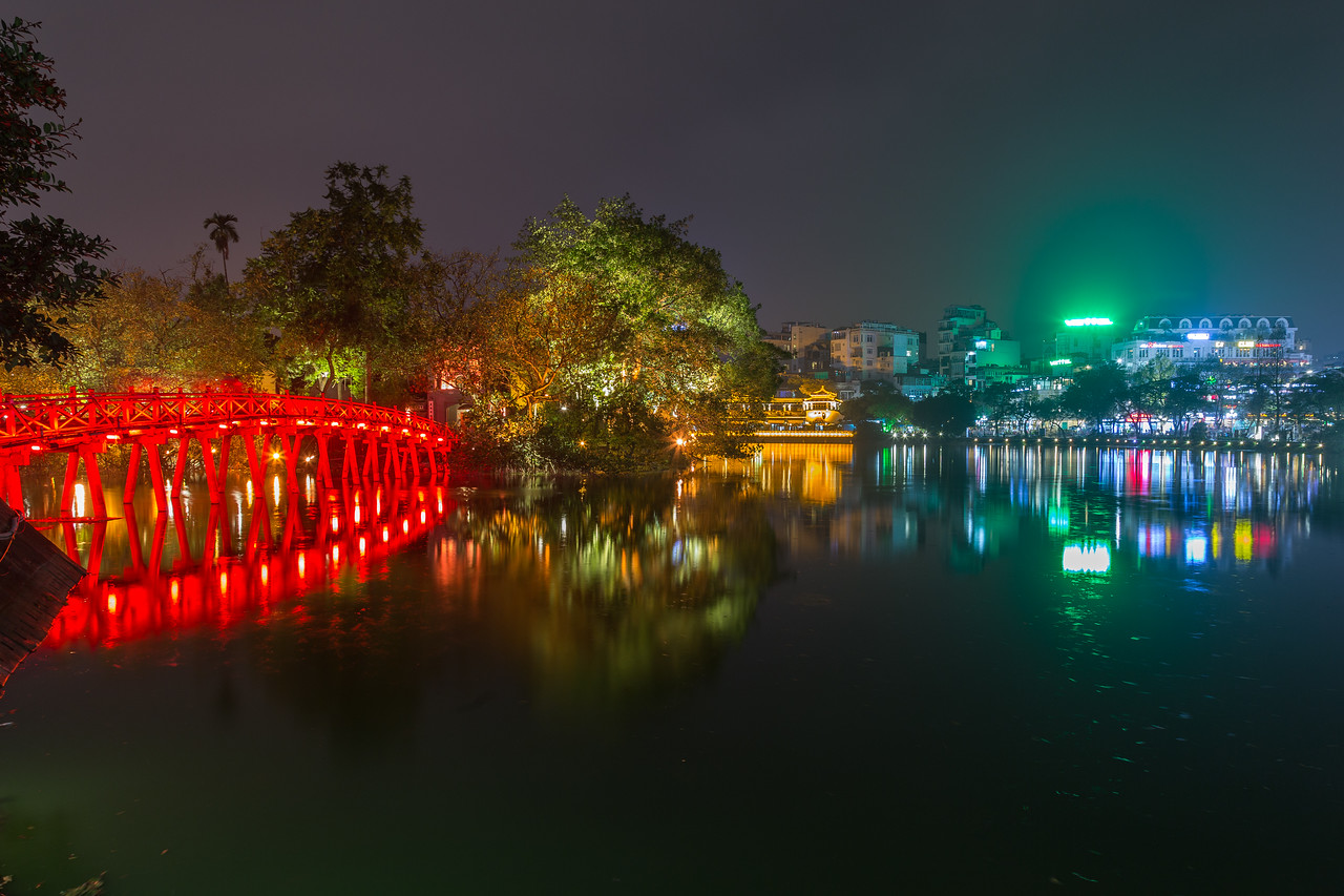 Hoan Kiem in Hanoi at night
