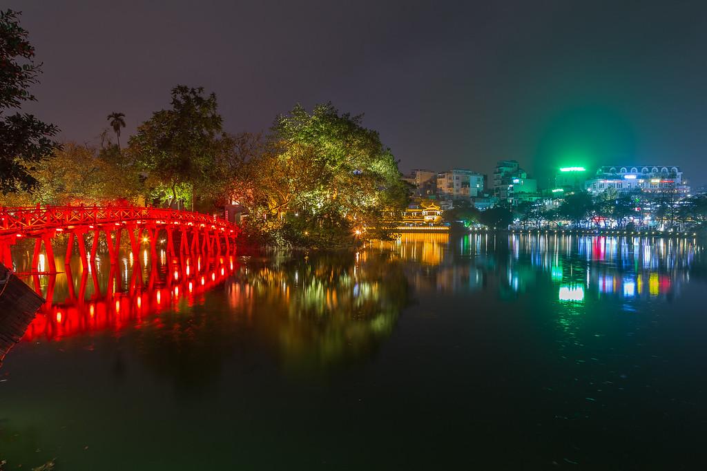 Hoan Kiem in Hanoi at night