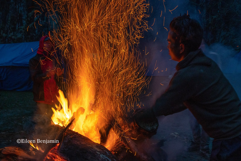 Big fire at Do Chu river camp
