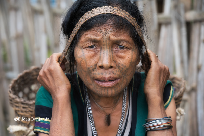 Moon Chin woman with tatooted face - Kampalet