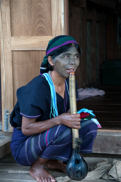 Ra Chin woman with tatooted face - Kampalet