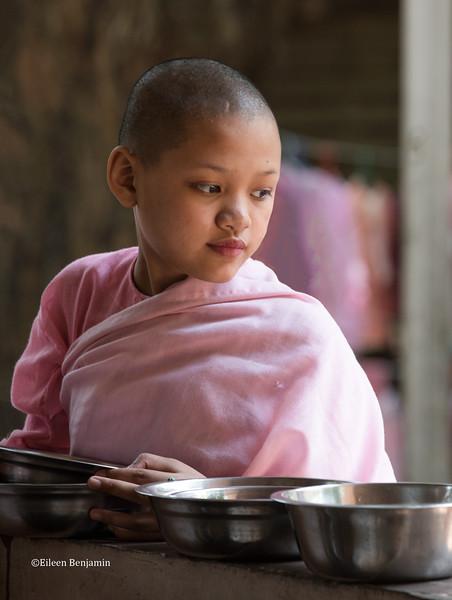 Naga Hlaing Gu nunnery - Yangon