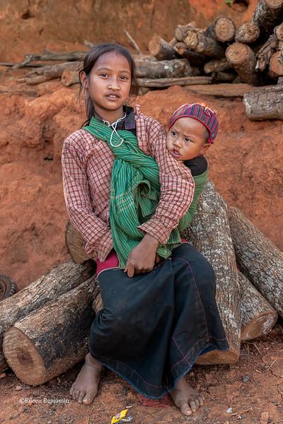 Eng girl and baby from Pintauk Village - Kyaington, Burma