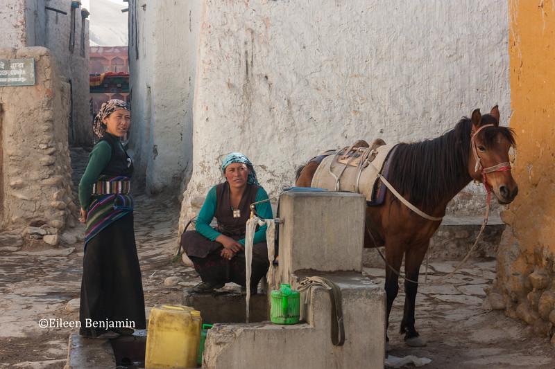 Filling water buckets in Lo