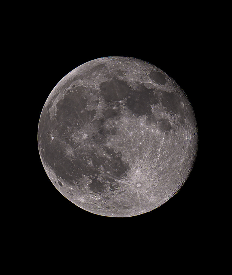 The Moon<br /> <br /> Canon 7D + Takahashi FSQ-106ED