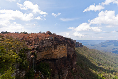 Katoomba Falls is to the left, viewed from the Prince Henry Cliff Walk