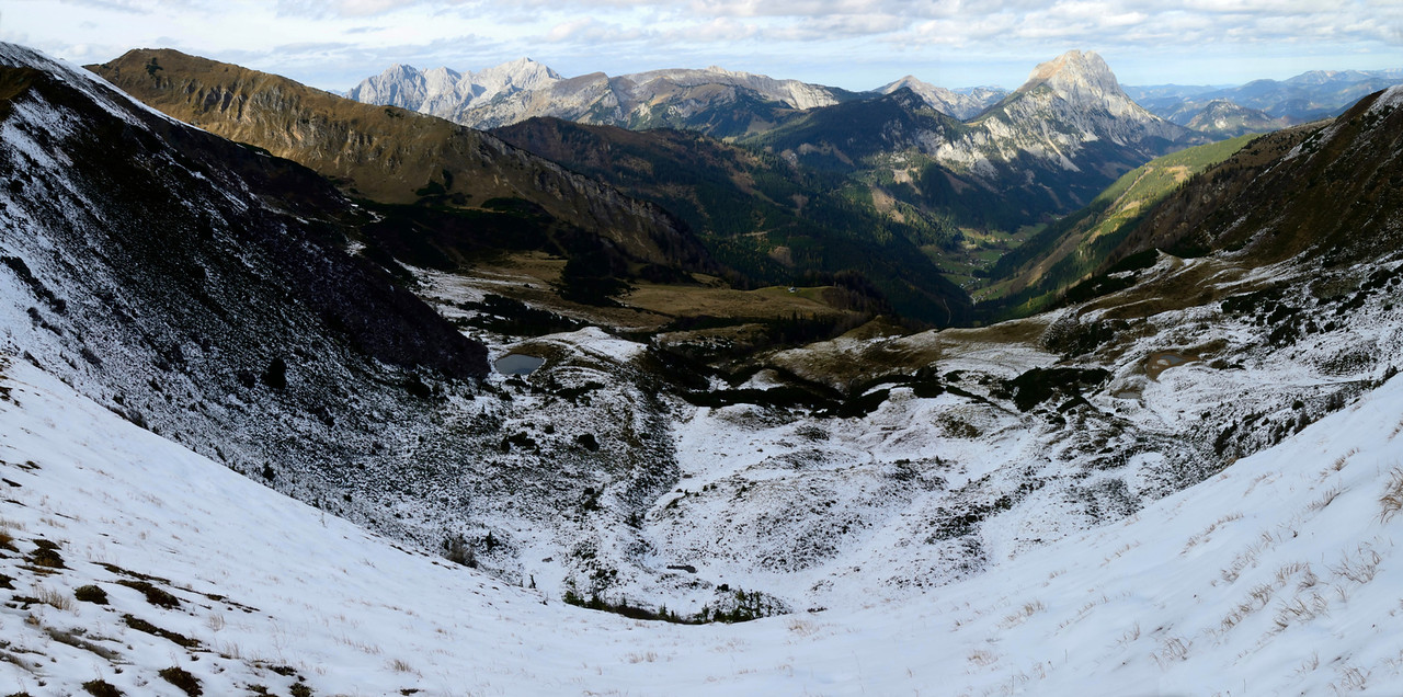 Radmer valley from Hinkareck with Lugauer, Hochtor to the left
