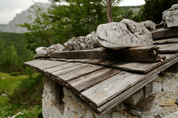 """Abandoned stone shelter at """"Bschlagstatt"""", Rosshöll"""