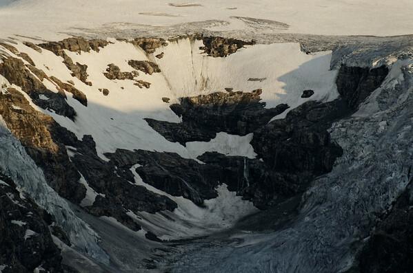 Johannisberg and Hufeisenbruch, fomerly totally ice covered crevasse zone