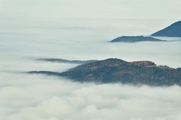 Late Autumn fog stimulates Arctic sea ice cover impressions