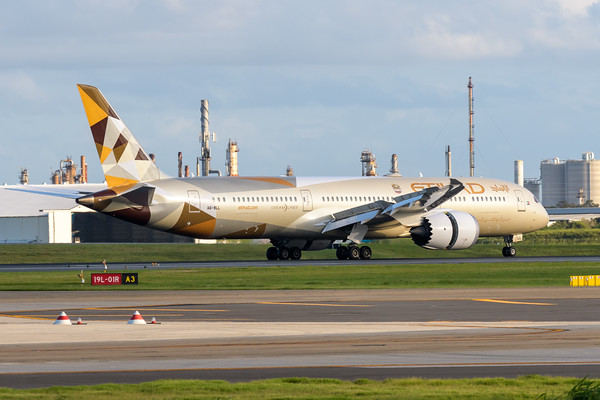 MMPI_20200229_MMPI0063_0024 - Etihad Boeing 787-9 Dreamliner A6-BLL as flight EY484 engages reverse thrust after touchdown at Brisbane Airport (YBBN) ex Abu Dhabi (OMAA).