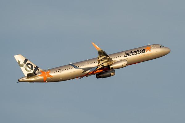 MMPI_20200808_MMPI0063_0017 - Jetstar Airbus A321-231 VH-VWQ as flight JQ827 takes off from Brisbane (YBBN) en route to Sydney (YSSY).