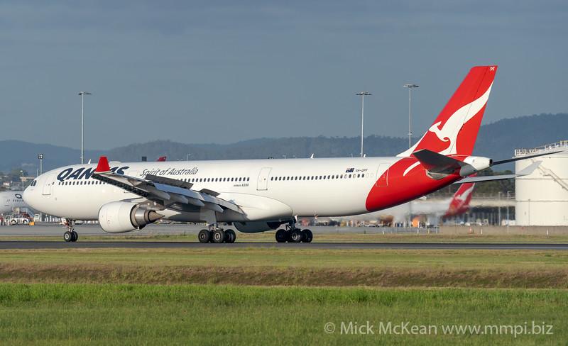 MMPI_20201126_MMPI0063_0001 - Qantas Airbus A330-303 VH-QPF as flight QF98 slows down on landing at Brisbane (YBBN) ex Hong Kong (VHHH).