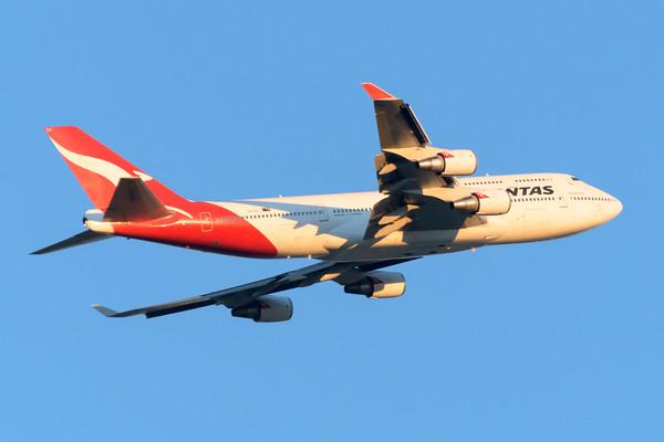 "MMPI_20200715_MMPI0063_0021 - Qantas Boeing 747-438(ER) VH-OEJ ""Wunala"" as flight QF6161 takes off en route to Sydney (YSSY) following  its Brisbane farewell joy flight and hangar party to celebrate retirement of the Qantas 747 fleet."