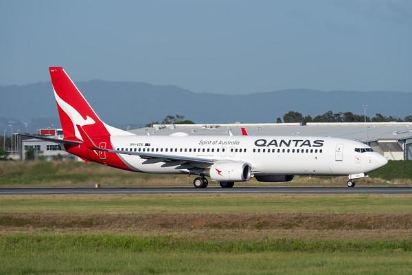 MMPI_20201126_MMPI0063_0016 - Qantas Boeing 737-838 VH-VZK as flight QF98 takes off from Brisbane (YBBN) en route for Mackay (YBMK).