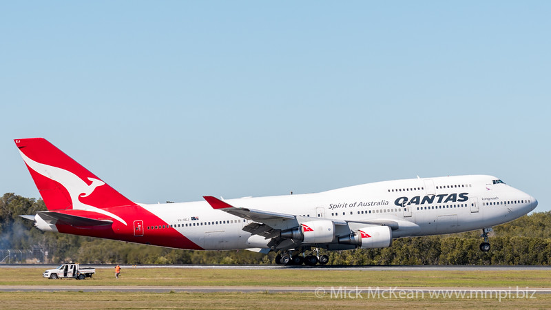 "MMPI_20200715_MMPI0063_0014 - Qantas Boeing 747-438(ER) VH-OEJ ""Wunala"" as flight QF747 touches down after its Brisbane farewell joy flight to celebrate retirement of the Qantas 747 fleet."