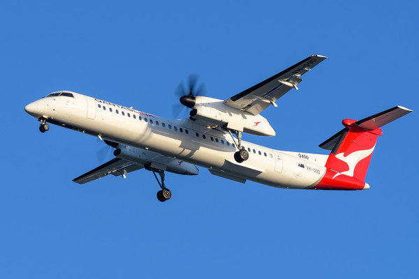 "MMPI_20200322_MMPI0063_0053 - QantasLink Bombardier Q400 VH-QOD ""Emerald"" as flight QF2549 on approach to Brisbane Airport (YBBN) ex Roma (YROM)."