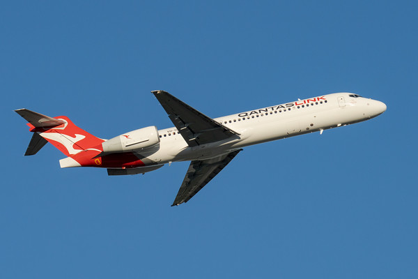 MMPI_20200809_MMPI0063_0003 - QantasLink Boeing 717-2BL VH-YQS as flight QF1716 takes off from Brisbane (YBBN) en route to Cairns (YBCS).