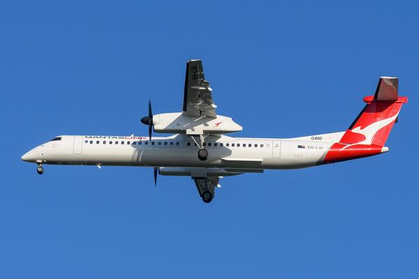 "MMPI_20200322_MMPI0063_0023 - QantasLink Bombardier Q400 VH-LQL ""Jindabyne"" as flight QF2407 on approach to Brisbane Airport (YBBN) ex Emerald (YEML) on 22Mar2020."