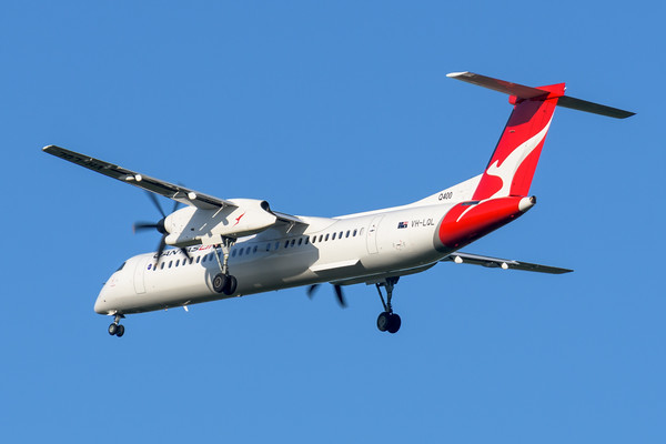 "MMPI_20200322_MMPI0063_0024 - QantasLink Bombardier Q400 VH-LQL ""Jindabyne"" as flight QF2407 on approach to Brisbane Airport (YBBN) ex Emerald (YEML) on 22Mar2020."