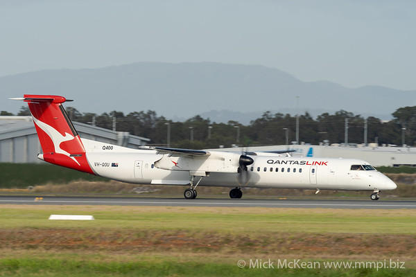 MMPI_20201126_MMPI0063_0022 - QantasLink Bombardier Q400 VH-QOU as flight QF2332 takes off from Brisbane (YBBN) en route for Gladstone (YGLA).