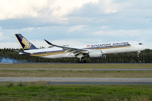 _7R40306 - Singapore Airlines Airbus A350-941 9V-SHL as flight SQ265 touches down at Brisbane (YBBN) ex Singapore (WSSS).