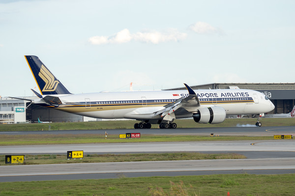 _7R40314 - Singapore Airlines Airbus A350-941 9V-SHL as flight SQ265 goes into reverse thrust on landing at Brisbane (YBBN) ex Singapore (WSSS).