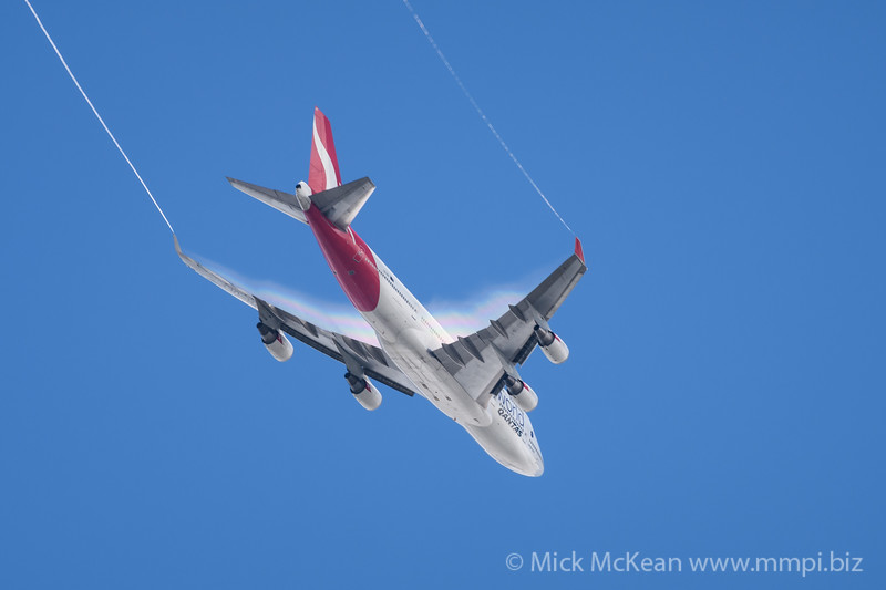 MMPI_20171126_MMPI0045_0002 - Qantas Boeing 747-438(ER) VH-OEF as flight QF15 climbing out from YBBN en route to KLAX. Condensation trails are visible on the wing trailing edges and wingtips.