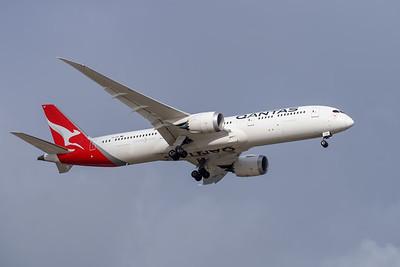 MMPI_20191103_MMPI0054_0017 - Qantas Boeing 787-9 Dreamliner VH-ZNC .