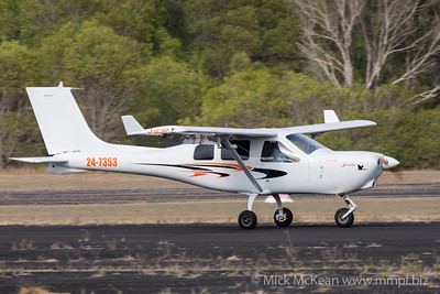 MMPI_20200111_MMPI0063_0012 -  Jabiru J230 24-7353 landing at Great Eastern Fly-In 2020.